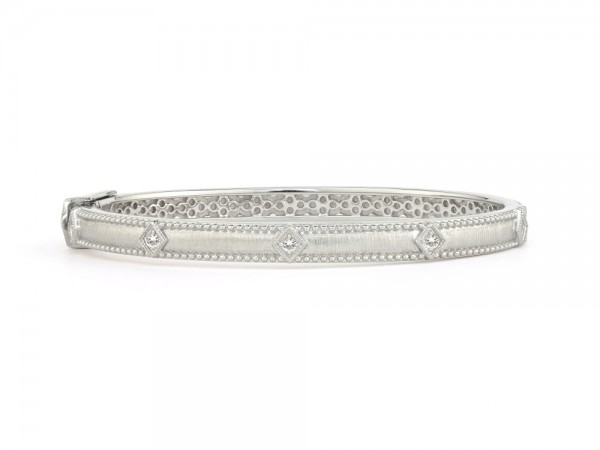JudeFrances Silver Lisse Simple Kite Shape Bangle